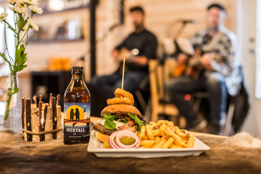 Burger and Beer. Photo: Linnéa Isaksson